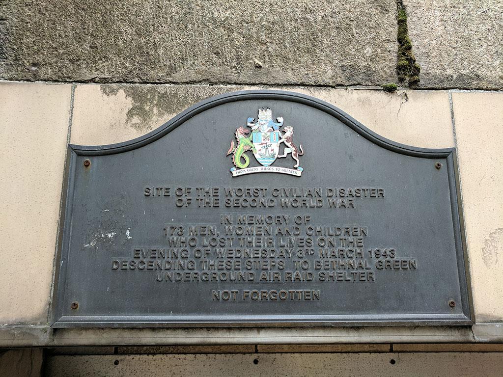 Placa conmemorativa en Bethnal Green