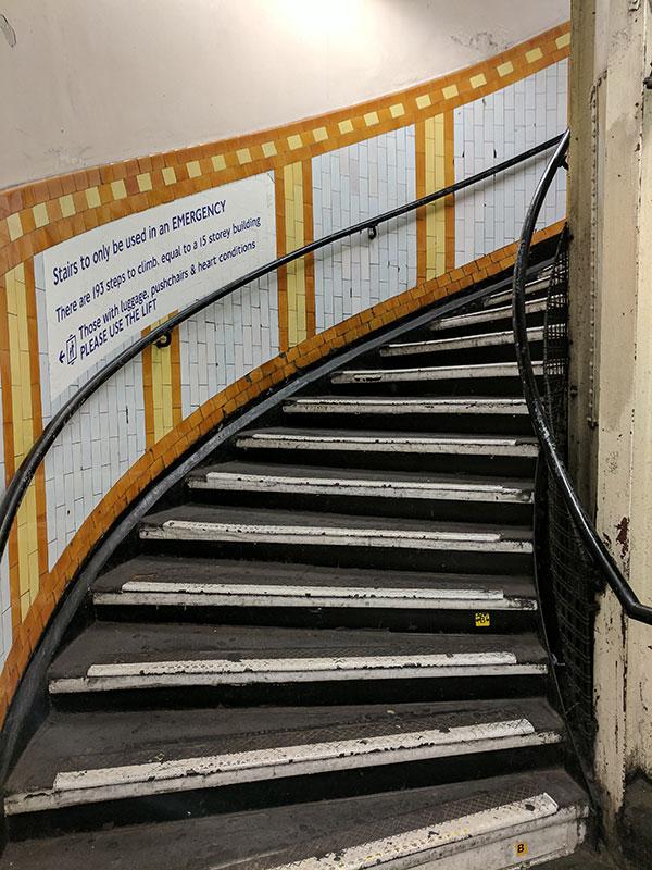 Escaleras de la estación de Covent Garden