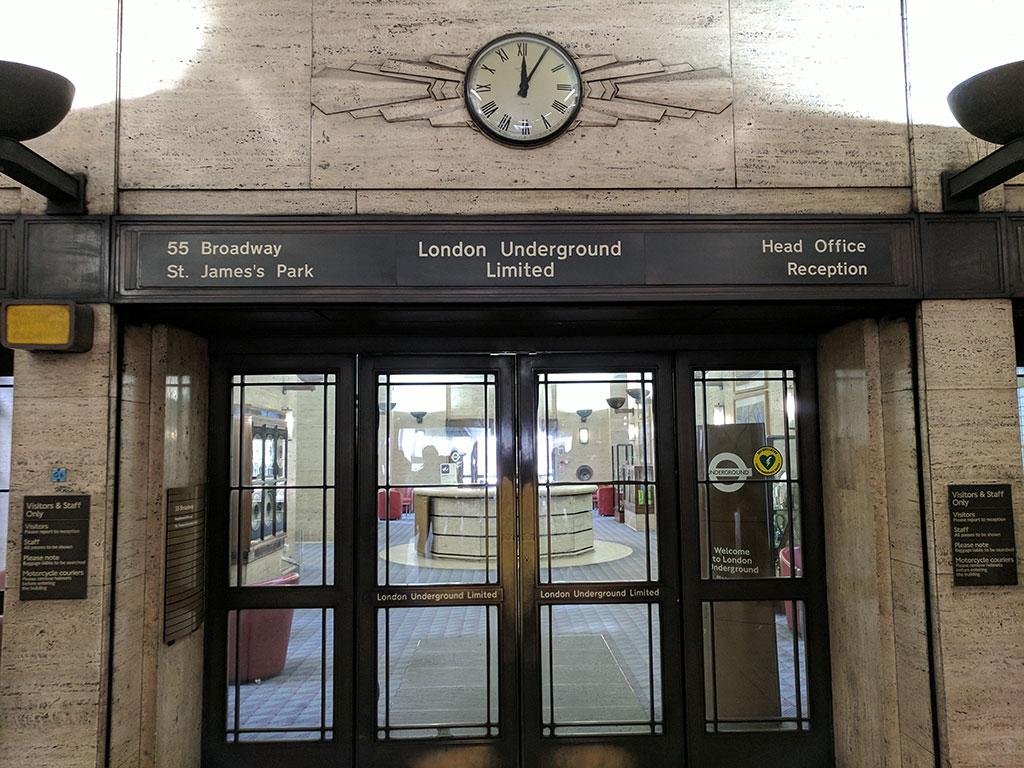 Acceso a la estación de St Jame's Park