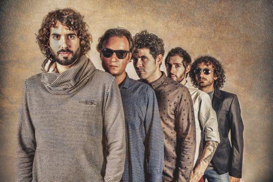 Entrevista IZAL <span>&quot;Somos cinco personas normales que hacen música&quot;</span>