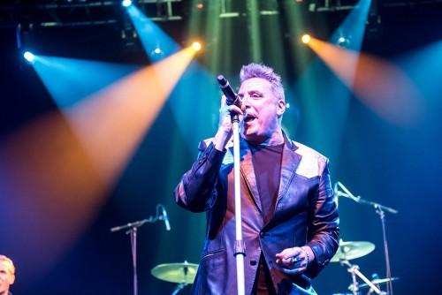 Loquillo sienta cátedra del rock en Dublín